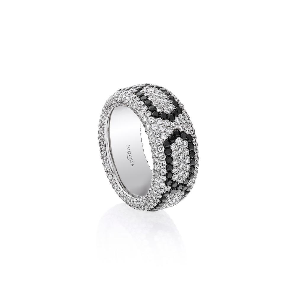 NIQUESA WHITE DIAMONDS BLACK DIAMONDS