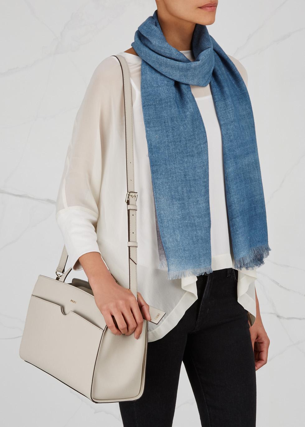 Light blue wool scarf - AMA Pure