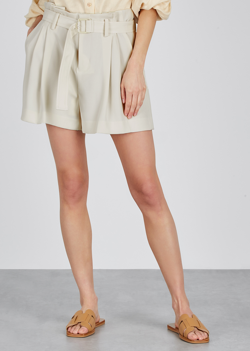 Off-white belted shorts - Vince