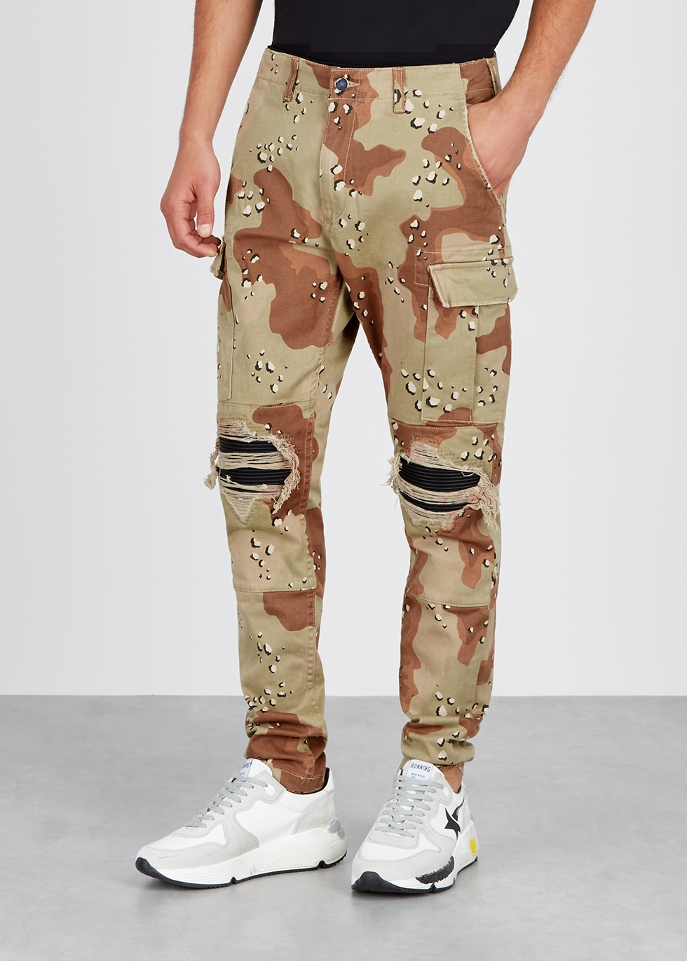 Camouflage distressed tapered jeans - Amiri