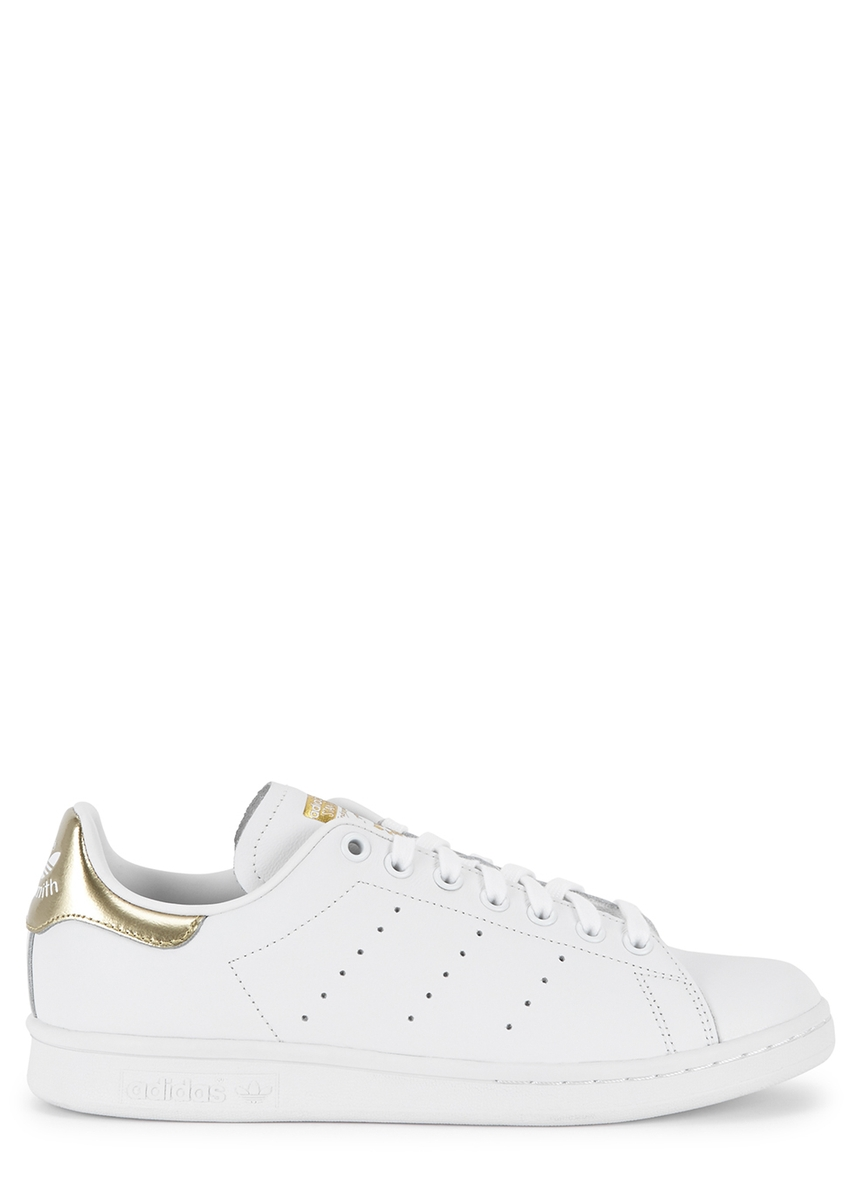 check out a57d9 ed41e Stan Smith white and gold leather trainers ...